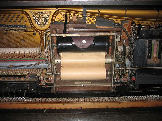 http://upload.wikimedia.org/wikipedia/commons/thumb/b/bf/Inner_player_piano.jpg/640px-Inner_player_piano.jpg
