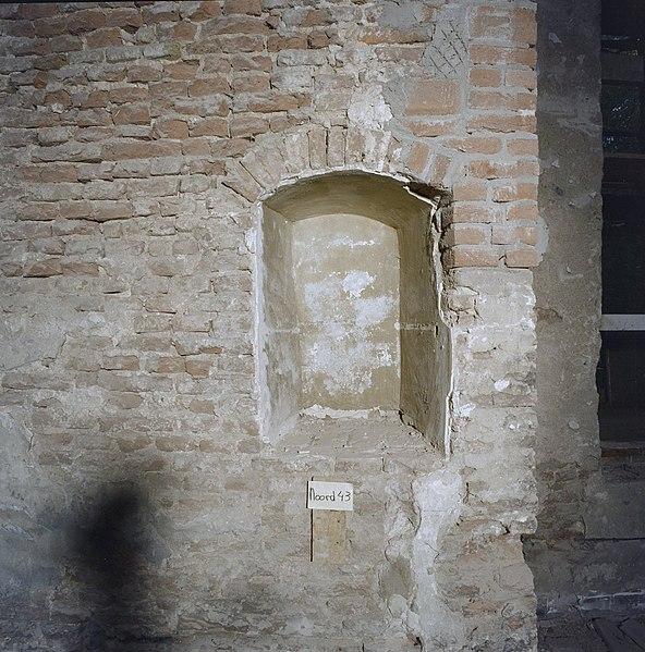 File interieur nis in oorspronkelijke muur noord 43 houten 20347300 wikimedia - Interieur muur ...