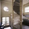 Interieur, overzicht van de hal met trappenhuis, links achter - Tilburg - 20388686 - RCE.jpg
