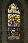 interieur kleine kapel, zuidertransept, glas in loodraam met maria-altaar - lith - 20334114 - rce