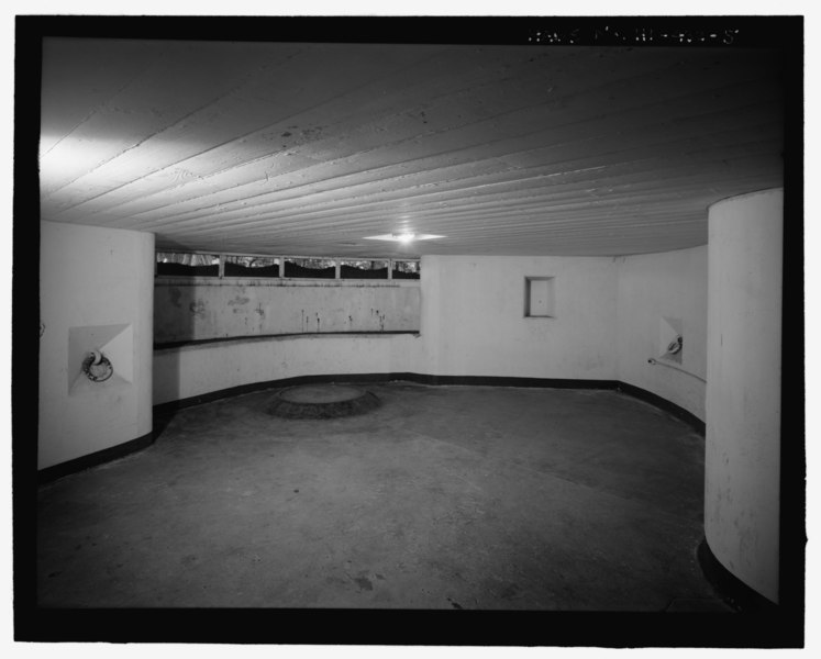 File:Interior view of main corridor, with doors to shell, powder, and plotting rooms visible. Corridor to southeast gun chamber on the right - U.S. Naval Base, Pearl Harbor, Battery Adair, HABS HI-432-5.tif