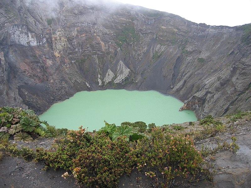File:Irazú crater.jpg