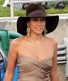 Lopez arriving at the 2004 MTV Video Music Awards on August 29, 2004 in Miami, Florida.