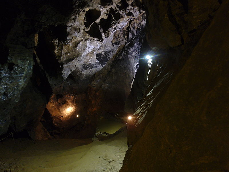 File:Jeskyně Býčí skála 2.JPG