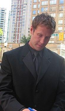 220px-Joe_Thornton_-_2006_NHL_Awards_%28cropped%29 Joe Thornton Boston Bruins Joe Thornton San Jose Sharks Toronto Maple Leafs
