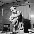 Joodse man met een hoedje op en een gebedsmantel om bezig met het aanleggen van , Bestanddeelnr 255-4701.jpg
