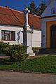 Kříž u kaple, Nenkovice, okres Hodonín.jpg