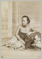 KITLV 12079 - Kassian Céphas - A Javanese woman, probably at Yogyakarta - Around 1890.tif