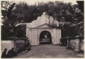 KITLV 3784 - Kassian Céphas - The southern benteng gate of the craton of the Sultan of Yogyakarta - Around 1900.tif