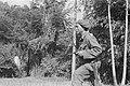 KNIL-militair met sabel en pistool in aanslag, Bestanddeelnr 18-5-5.jpg