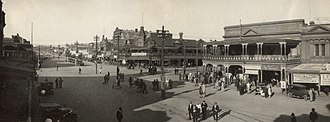 Kalgoorlie - Hannan Street in September 1930. The Exchange Hotel is at the centre, with the Palace Hotel on the right.