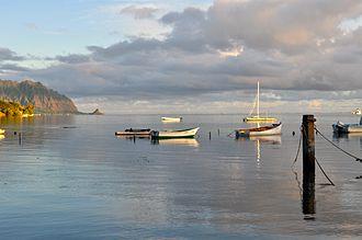 Kāneʻohe Bay - The bay seen on a clear morning from Heeia Kea Small Boat Harbor Marina pier looking north towards Mokoli'i