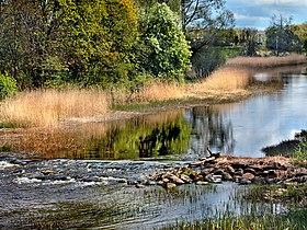 Kasari jõe kärestik, vaade Teenuse sillalt.jpg