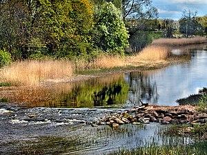 Kasari (river) - Image: Kasari jõe kärestik, vaade Teenuse sillalt