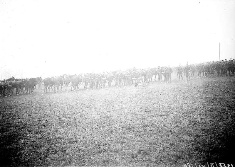 File:Kavallerie Mitrailleure während des Manövers - CH-BAR - 3237865.tif