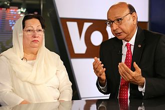 Khizr and Ghazala Khan - Ghazala (left) and Khizr Khan speak with VOA's Urdu service in Washington, D.C., August 1, 2016