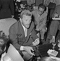 Kirk Douglas in Amstelhotel hij is in Nederland voor opnamen voor de film Lust, Bestanddeelnr 907-4178.jpg