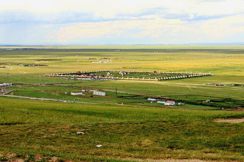 File:Klasztor Erdene Dzuu widziany ze szczytu wzniesienia.jpg