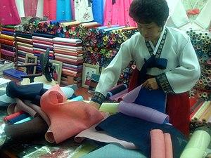 Dongdaemun Market - Image: Korea Hanbok Dongdaemun.market