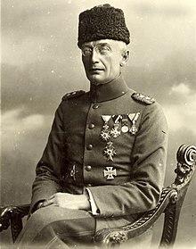 https://upload.wikimedia.org/wikipedia/commons/thumb/b/bf/Kress_von_Kressenstein_1916.jpg/220px-Kress_von_Kressenstein_1916.jpg
