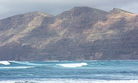 La Caleta de Famara (Teguise), view to the Risco de Famara, image 2.jpg