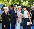 La alcaldesa en funciones acompaña a la Reina en la inauguración de la Feria del Libro 10.jpg