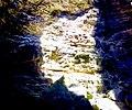 La tache lumineuse de l'ouverture naturelle de la grotte.jpg