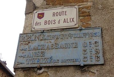 Lachassagne - Plaque de cocher route des Bois d'Alix (sept 2018).jpg