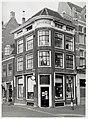 Langestraat 1, hoek Mient, apotheek. Voorgevel en zijgevel. Rijksmonument. Lijstgevel, kroonlijst, s - RAA011003760 - RAA Elsinga.jpg