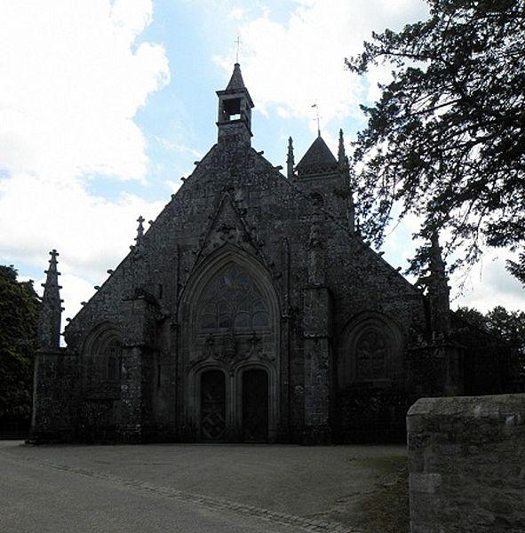 Façade occidentale de l'église Saint-Pierre-et-Saint-Paul de Langonnet (56).