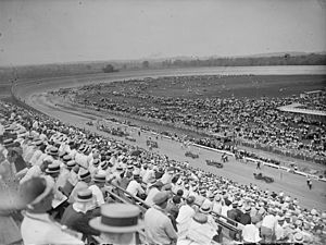 Board track racing - Race teams grid-up for the start of a race at Baltimore-Washington Speedway in 1925.