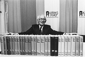 The Kingdom of the Netherlands During World War II - Author Loe de Jong, with all volumes of the series at the Nieuwspoort press centre