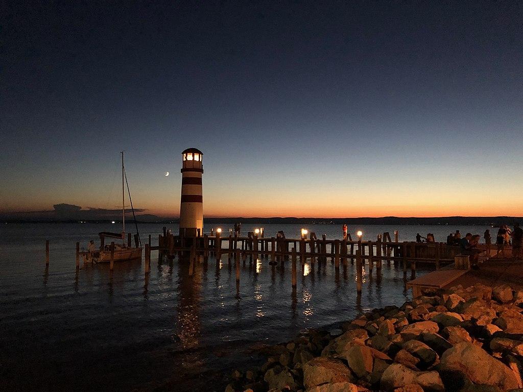 Leuchtturm Podersdorf am Ostufer des Neusiedler Sees (Burgenland, Österreich)