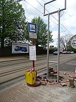 Liberec, Žitavská, zastávka Nádraží, stavba nového sloupku.jpg