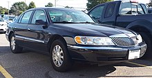 1998-2002 Lincoln Continental photographed in Sault Ste. Marie, Ontario, Canada