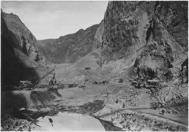 File:Looking upstream at Hoover damsite toward upper cofferdam across excavation for power house location - NARA - 293812.tiff
