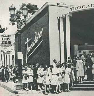 Trocadero (Los Angeles) - Fans line up outside the Trocadero for a concert by Louis Jordan (1944)