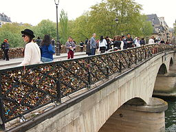 Love padlocks on the Pont de l'Archevêché April 2014