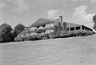 Shingle style architecture - William G. Low House, Bristol, Rhode Island (1886-87, demolished 1962), McKim, Mead & White, architects. Now an icon of American architecture, the Low House was relatively obscure at the time of its 1962 demolition.