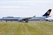 Sân bay quốc tế Pierre Elliott Trudeau-Montréal-Hành khách-Lufthansa Airbus A330-300 YUL 2009