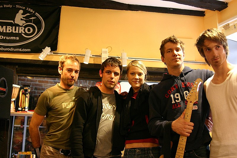 File:Lunik (Band) In Store Gig Lüneburg (2005).jpg