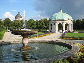 Hofgarten (Munich) - Hofgarten temple and fountain