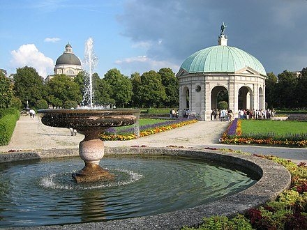 Hofgarten with the dome of the state chancellery near the Residenz