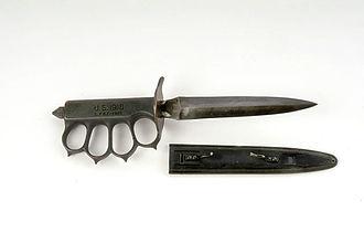 Brass knuckles - Mark I brass knuckles Trench Knife