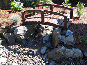 Water feature - A small pondless water feature in Jacksonville, Oregon. The water reservoir and pump are located beneath some rock out of sight