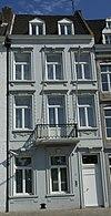 foto van Pand met twee verdiepingen en zadeldak.