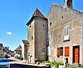 Maison à tourelle à Pesmes.jpg
