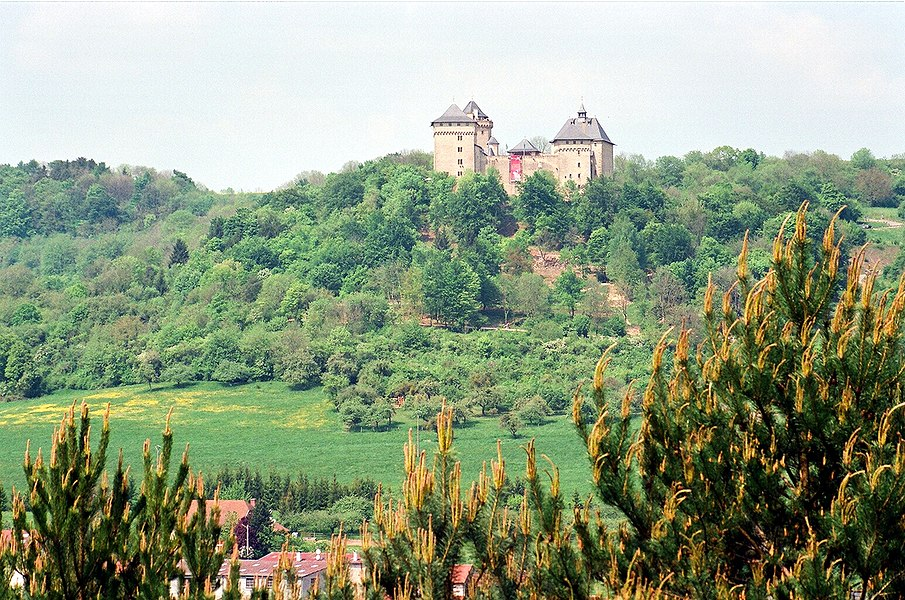 Manderen, view to the Malbrouck Castle