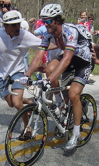 Mario Cipollini - Cipollini climbing during the 2004 Tour de Georgia