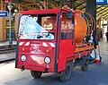 Masarykovo nádraží, akumulátorový vozík s cisternou (01).jpg